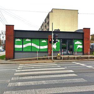 wejście do lecznicy weterynaryjnej Jamnik od ulicy 1 Pułku Lotnictwa Myśliwskiego w Mińsku Mazowieckim